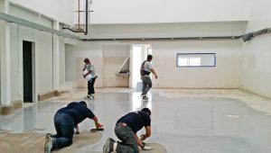 Complemento para aplicación de pisos industriales